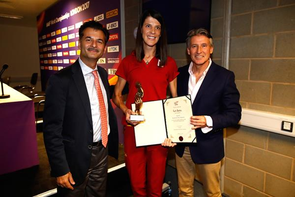 Ruth Beitia, recipient of the World Fair Play award, with IAAF President Sebastian Coe and Sunil Sabharwal (Getty Images) © Copyright